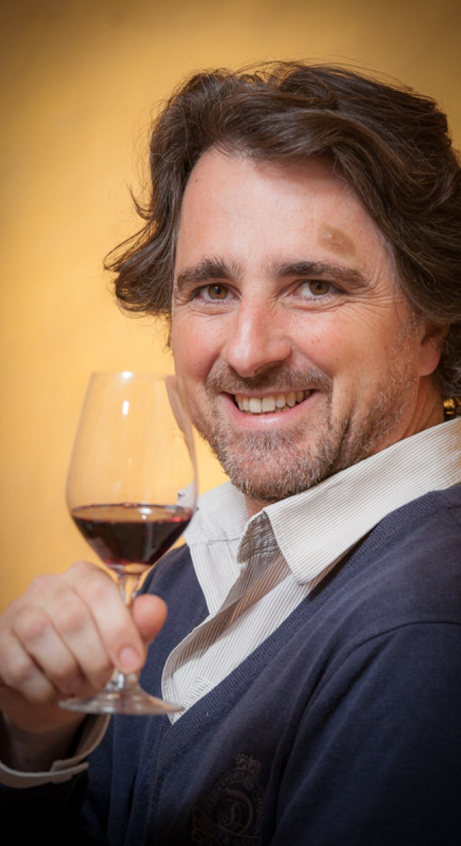 Virgile Joly, vigneron à Saint-Saturnin-de-Lucian